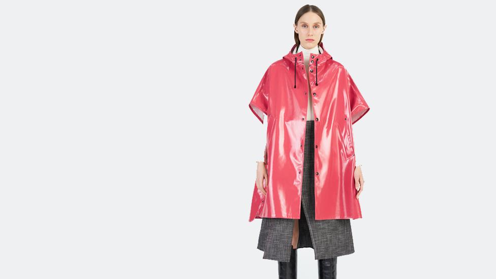 Stutterheim también tiene chaquetas para mujer, más coloridas. (Foto: Stutterheim)