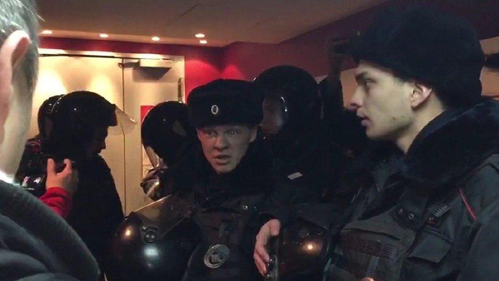 Активіста, що зірвав у Москві показ фільму про Україну, арештували на 7 діб
