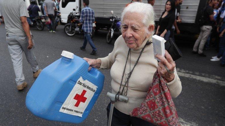 Venezuelans receive first Red Cross aid amid crisis