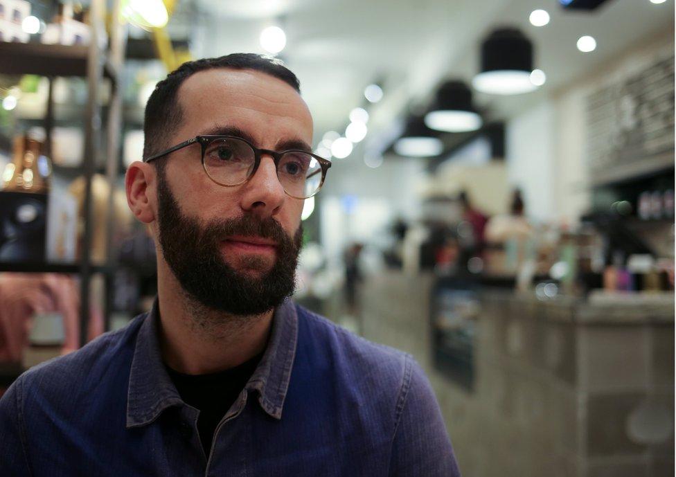 Alan Gerner, exgerente de ventas de Google, ahora tiene una cafetería en Toronto que tiene como tema el cannabis.