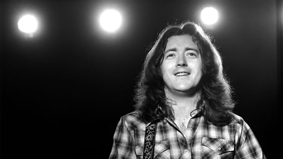 BBC News - Rory Gallagher: Belfast statue of rock legend gets approval