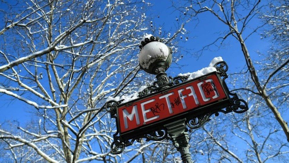 Señal del Metro de París.