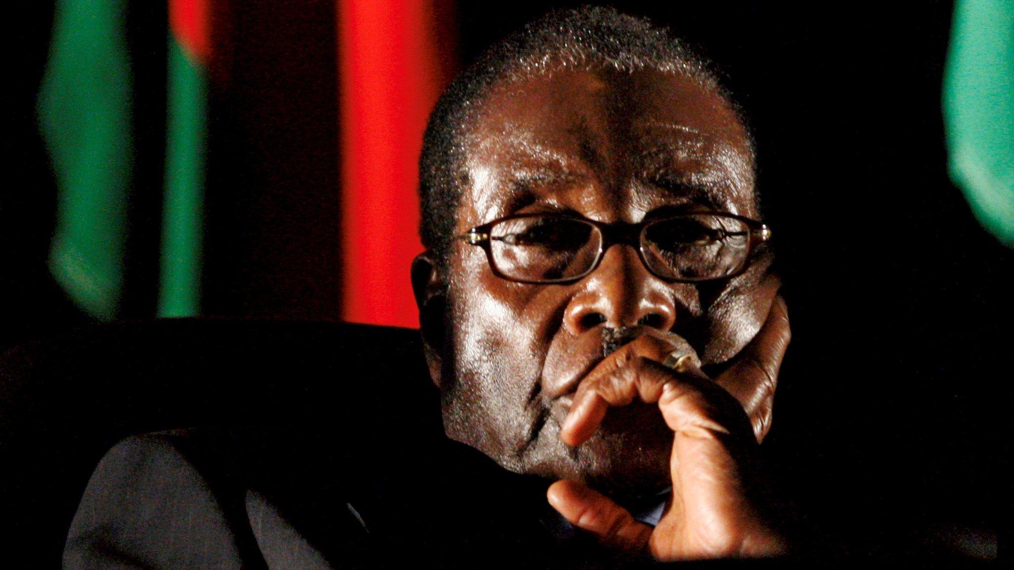 موغابي ينهي خطابه للأمة دون أن يعلن استقالته
