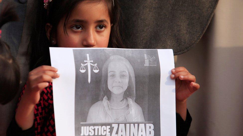 أربعة أحكام إعدام لمغتصب وقاتل الطفلة زينب في باكستان