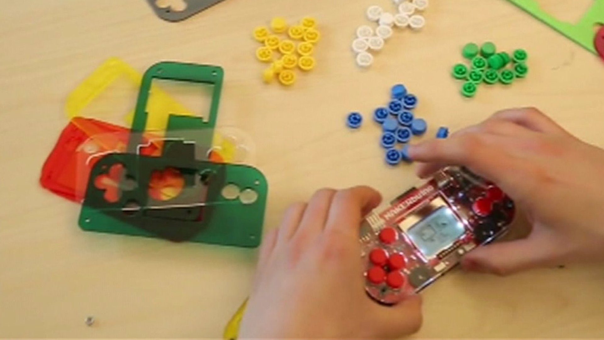 DIY retro games console teaches kids about electronics.
