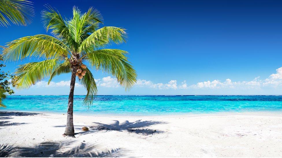 Muchas islas pequeñas se han convertido en paraísos fiscales como una forma pragmática de hacer crecer su economía.