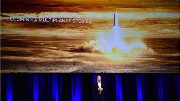SpaceX membangun roket yang bisa membawa manusia ke Mars