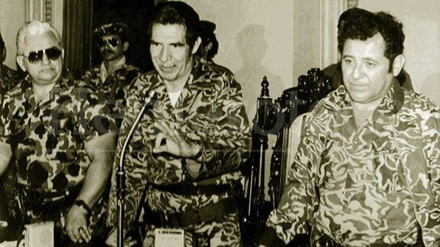 El triunvirato de marzo de 1982 cuando tomó posesión de la jefatura de Estado de Guatemala (Foto: Prensa Libre)