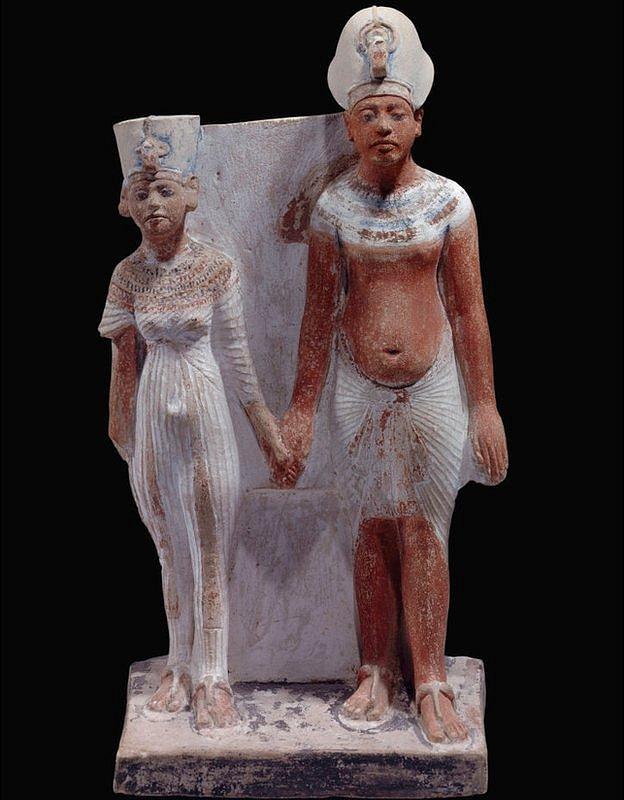 Figura en arcilla de Akenatón y Nefertiti