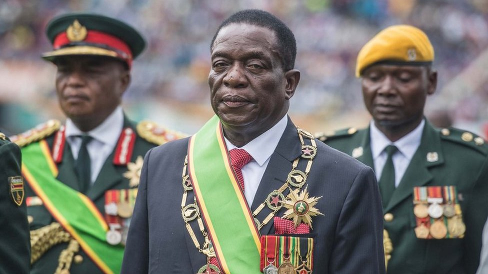 In pictures: Zimbabwe's president sworn in