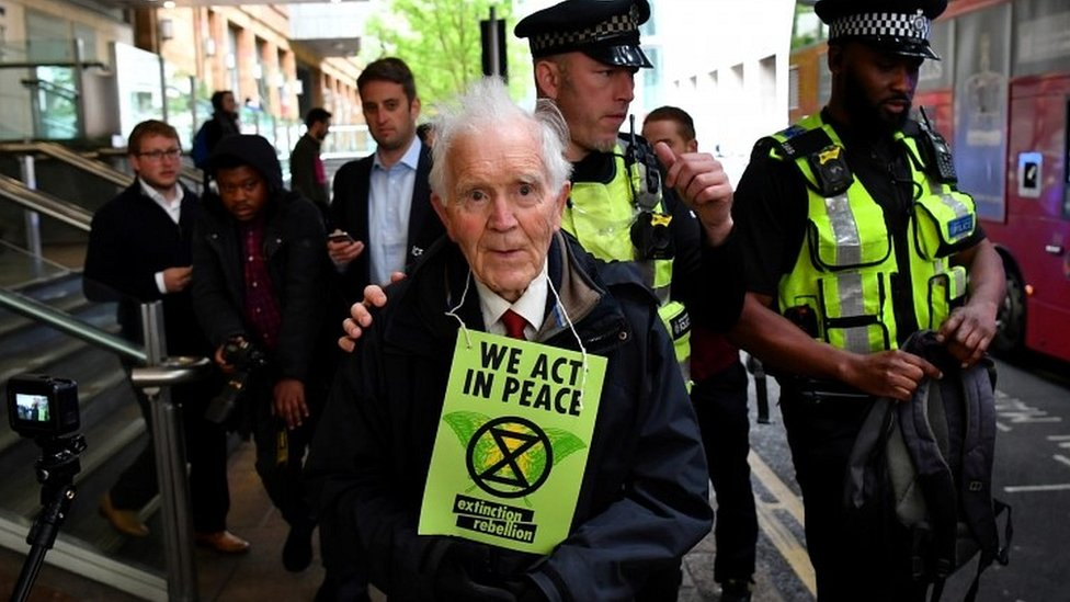 Extinction Rebellion: London Stock Exchange blocked by climate activists