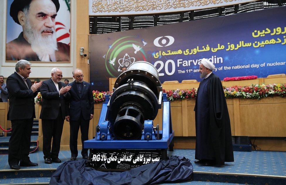 """Washington está revisando si mantener el levantamiento de sanciones a Teherán, algo contemplado en el acuerdo multilateral alcanzado en 2015, sigue siendo de """"interés nacional"""" para EE.UU., dijo el secretario de Estado Rex Tillerson."""