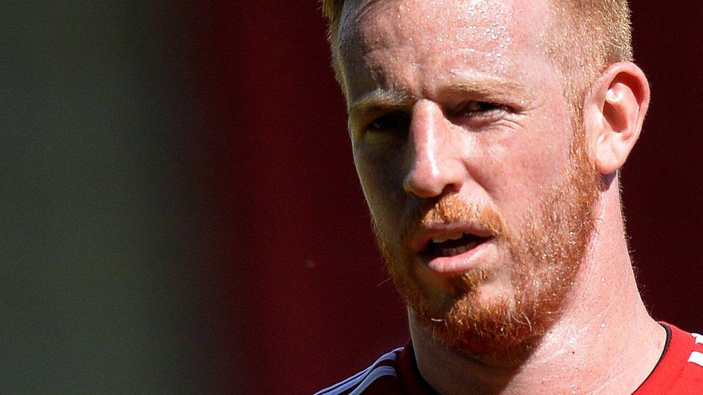 Non-league Salford sign Aberdeen striker Rooney