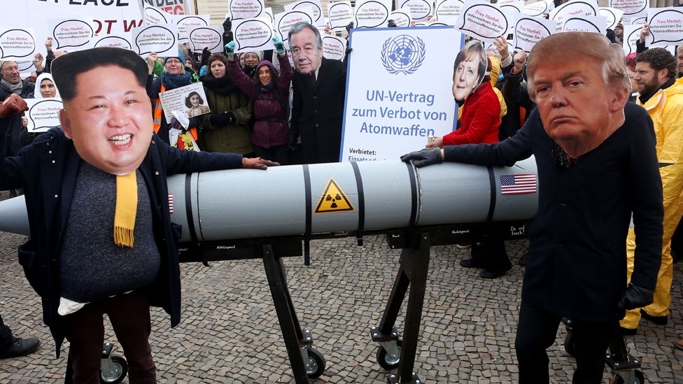 Marcha en protesta al uso de armas nucleares en Berlín, Alemania.