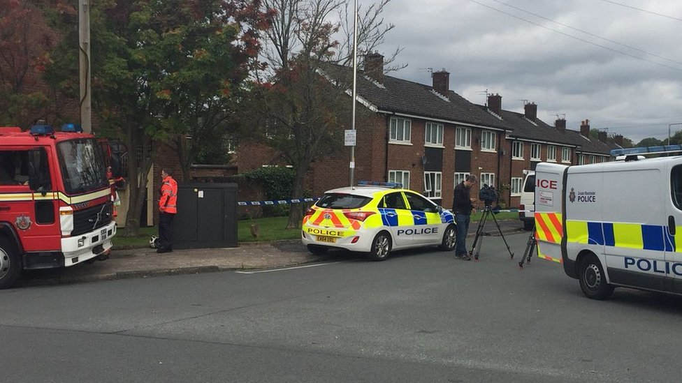 <![CDATA[Police remain at armed siege in Woodley, Stockport]]>