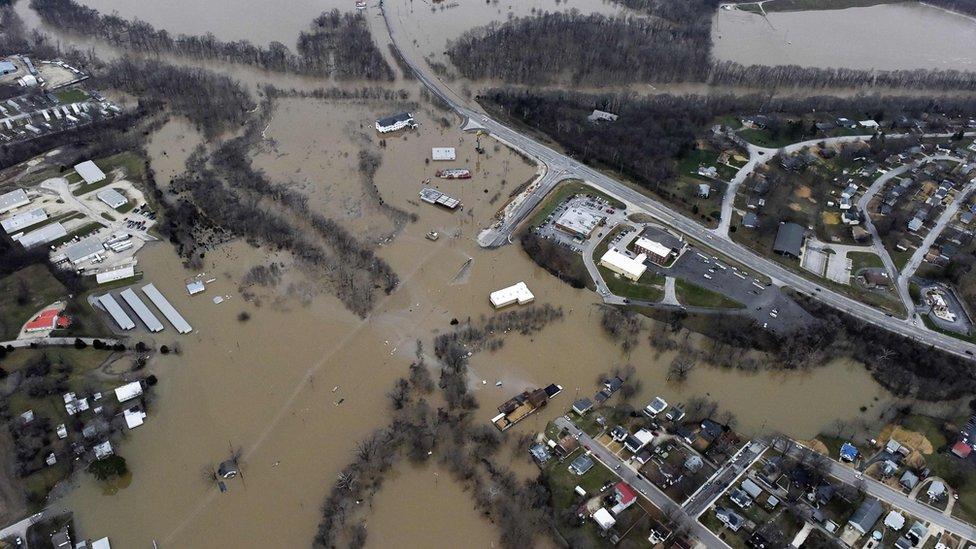 BBC News - US storms: Missouri floods close Mississippi ...