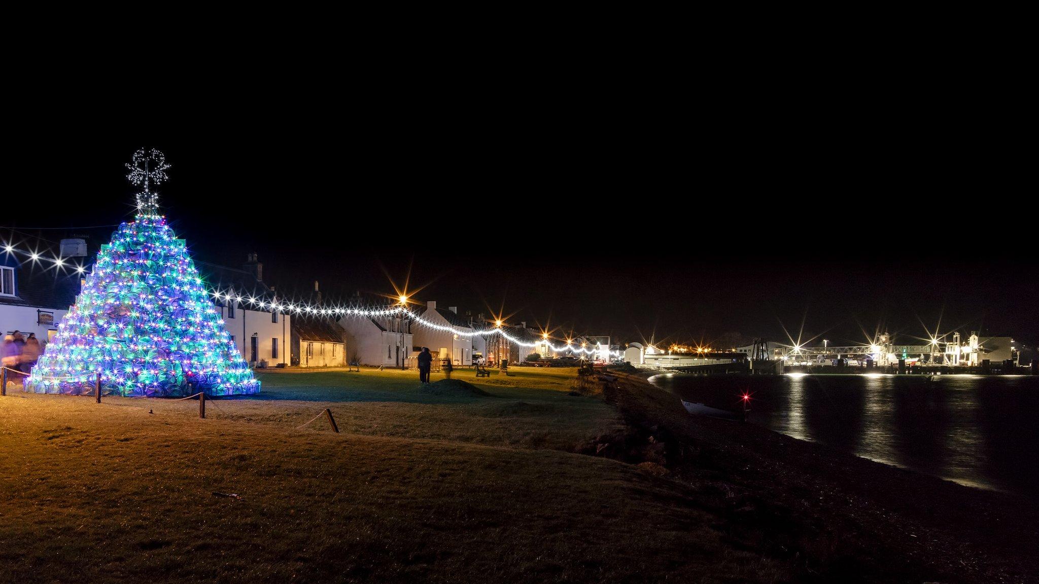 CalMac ferry 'turns on' Ullapool's Christmas lights