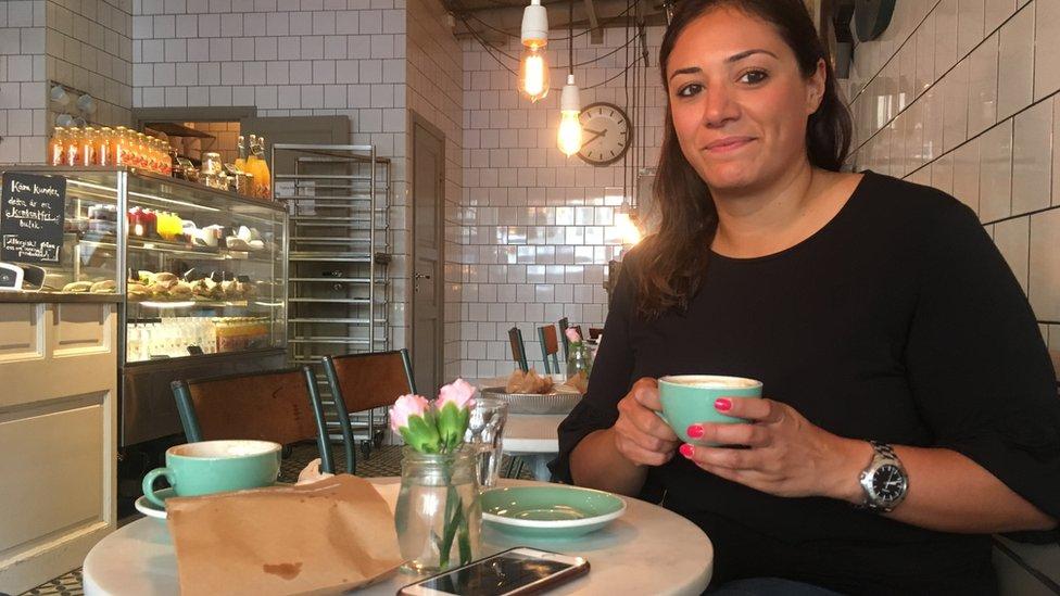 """Hace un año que Senobar Johnsen no visitaba Suecia y afirma que es """"notable"""" cómo la gente está pagando más con tarjetas."""