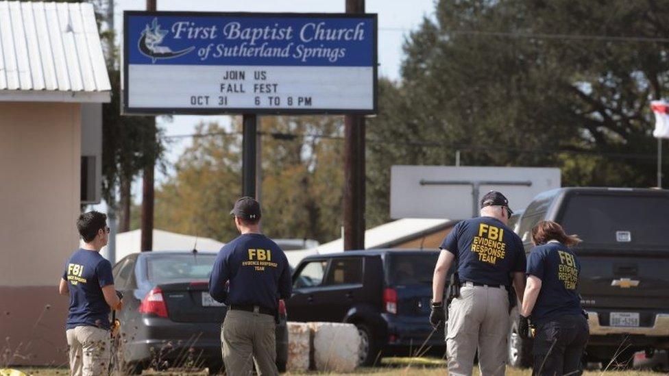 Al menos 26 personas murieron en el ataque del domingo en Texas.