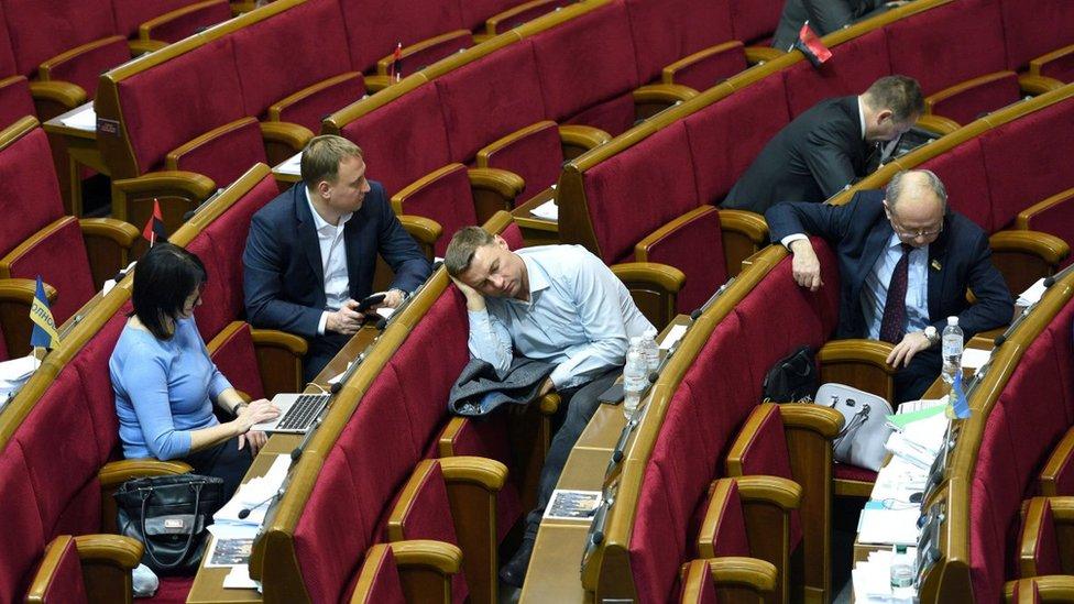 Польща, Донбас і корупція: чим займеться Рада після канікул