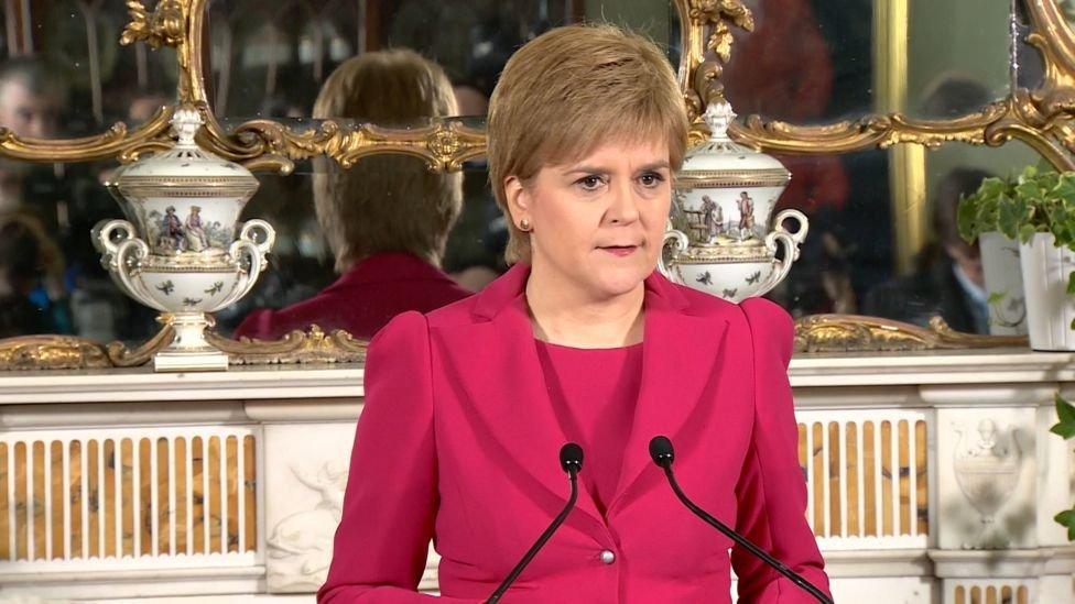 أعلنت زعيمة الحزب القومي السكوتلندي عن موقفها في أدنبره