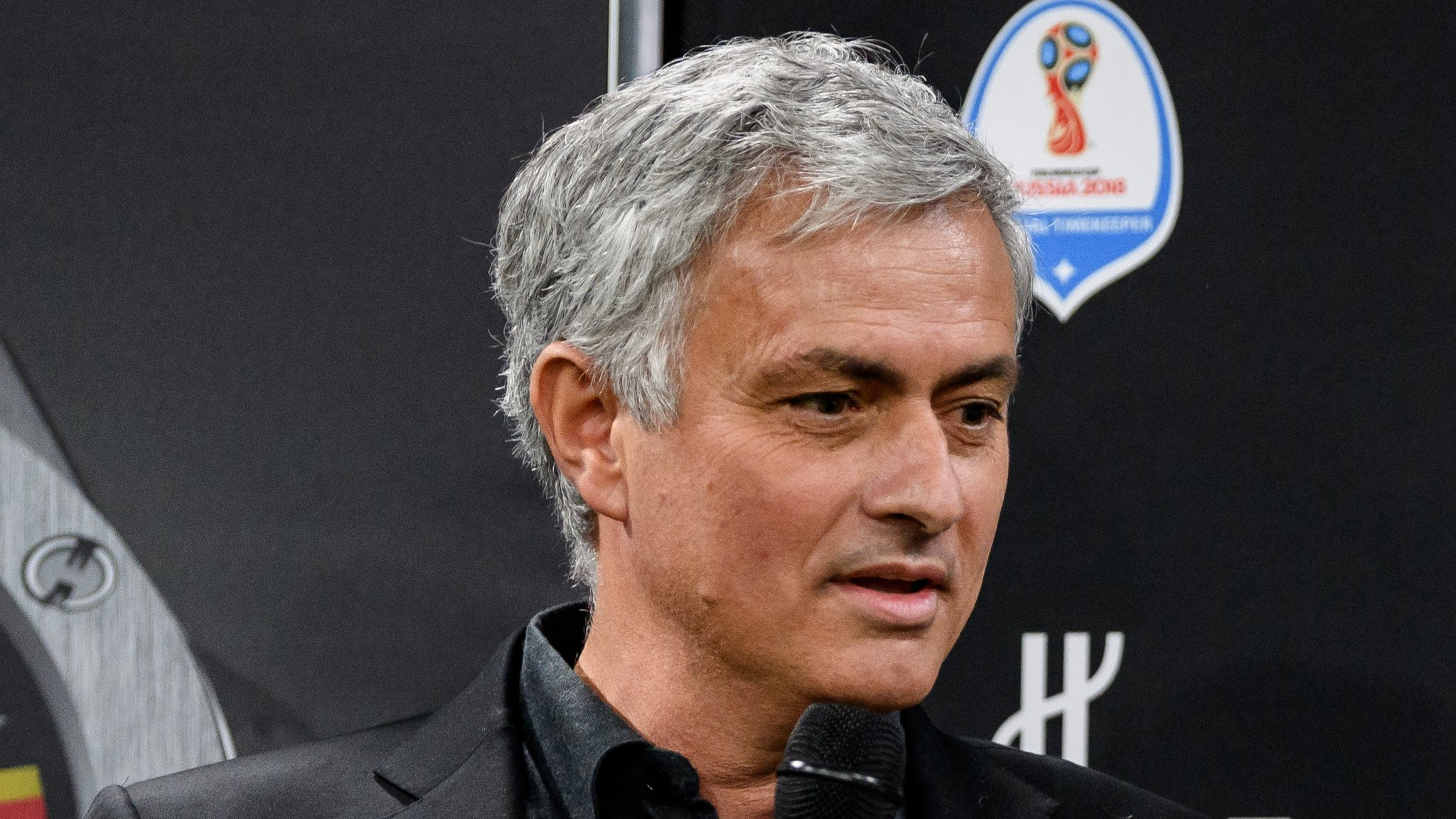 Jose Mourinho: Man Utd boss says 'people with brains' understand team in transition