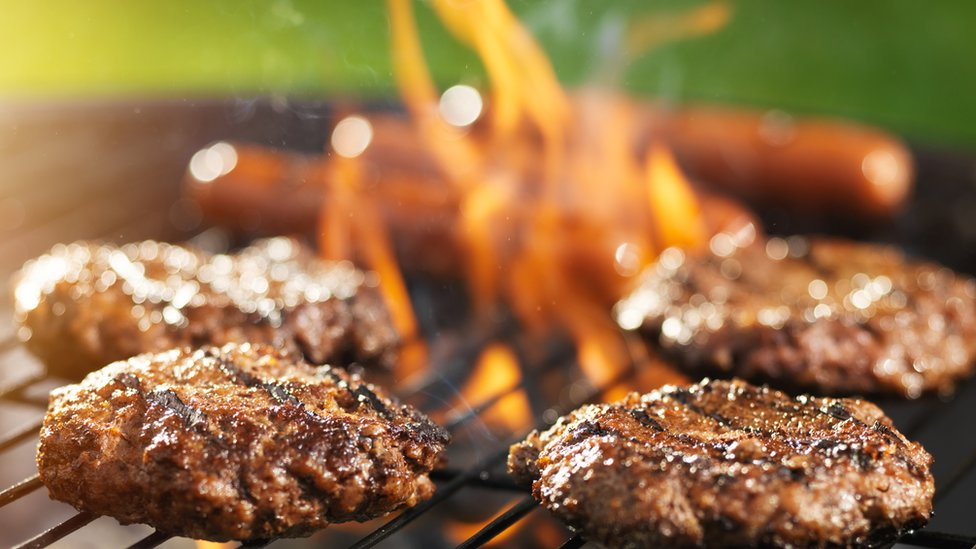 Barbecued rare burgers 'pose food poisoning risk'