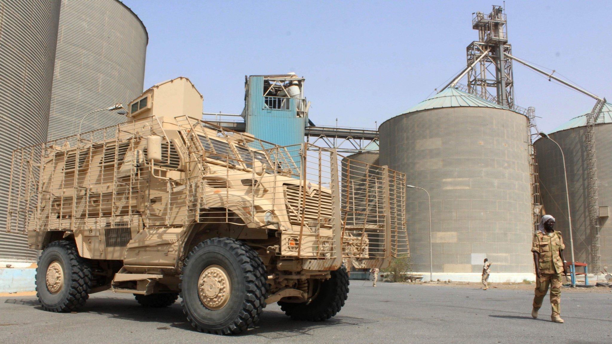 Yemen war: Grain stores in Hudaydah 'at risk of rotting'