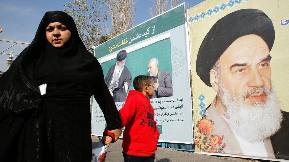 صورة الخميني على أحد الجدران في طهران