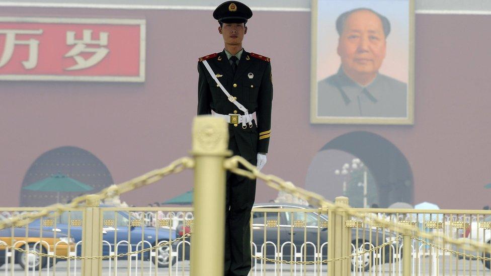 在北京天安門廣場上的守衛