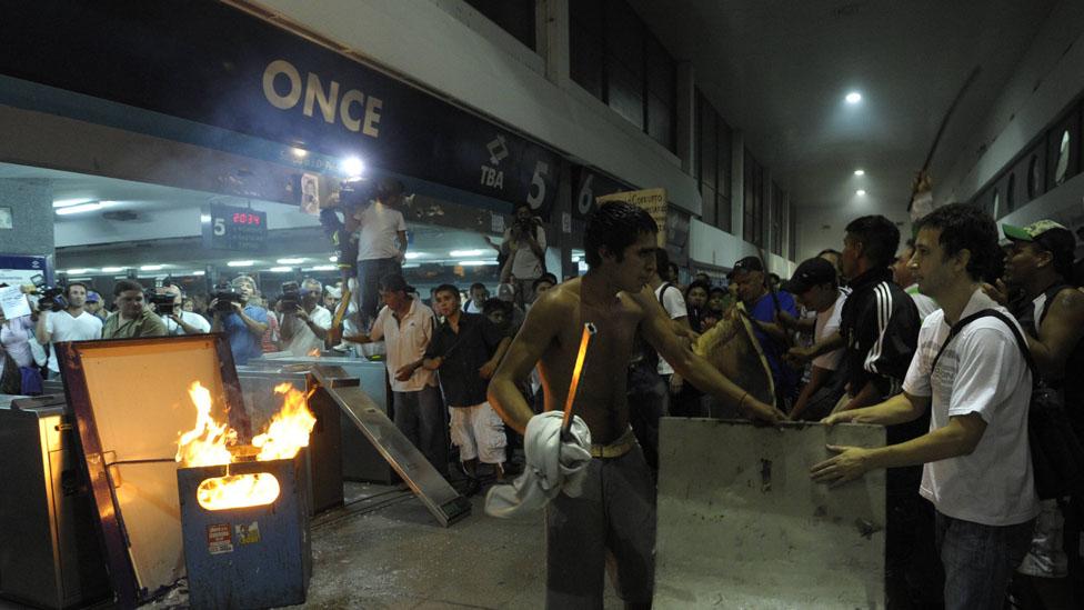 La tragedia de Once, un choque de trenes en 2012 que dejó 51 muertos, está vigente, debido al juicio al entonces ministro Julio De Vido, acusado de direccionamiento de la obra publica.