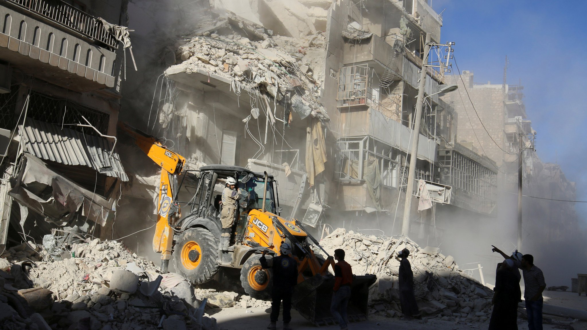 Syria conflict: US accuses Russia of 'barbarism' in Aleppo