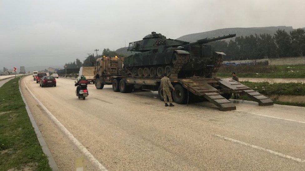 تركيا تقصف عدة مناطق في عفرين بعشرات القذائف