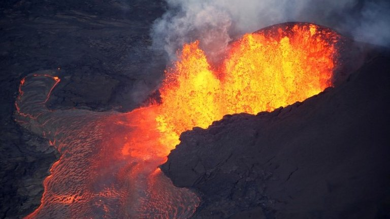 Kilauea volcano: 'Lava bomb' injures 23 on Hawaii boat