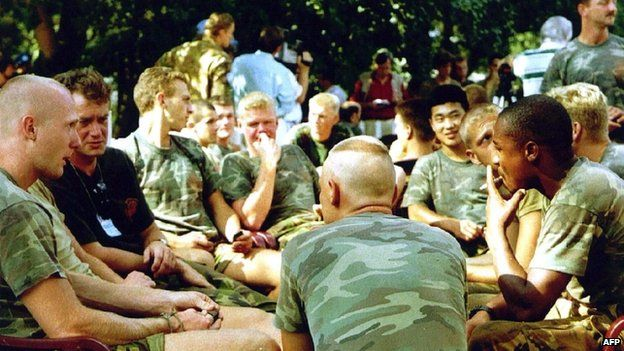 Soldados holandeses estacionados en Potocari, al norte de Srebrenica