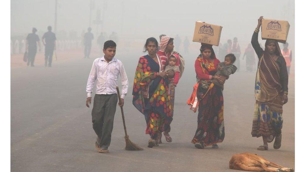 نساء وأطفال وهواء ملوث