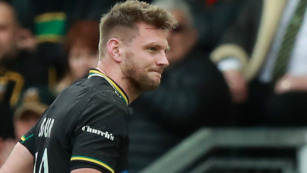 Six Nations: Wales injury worry over limping Dan Biggar