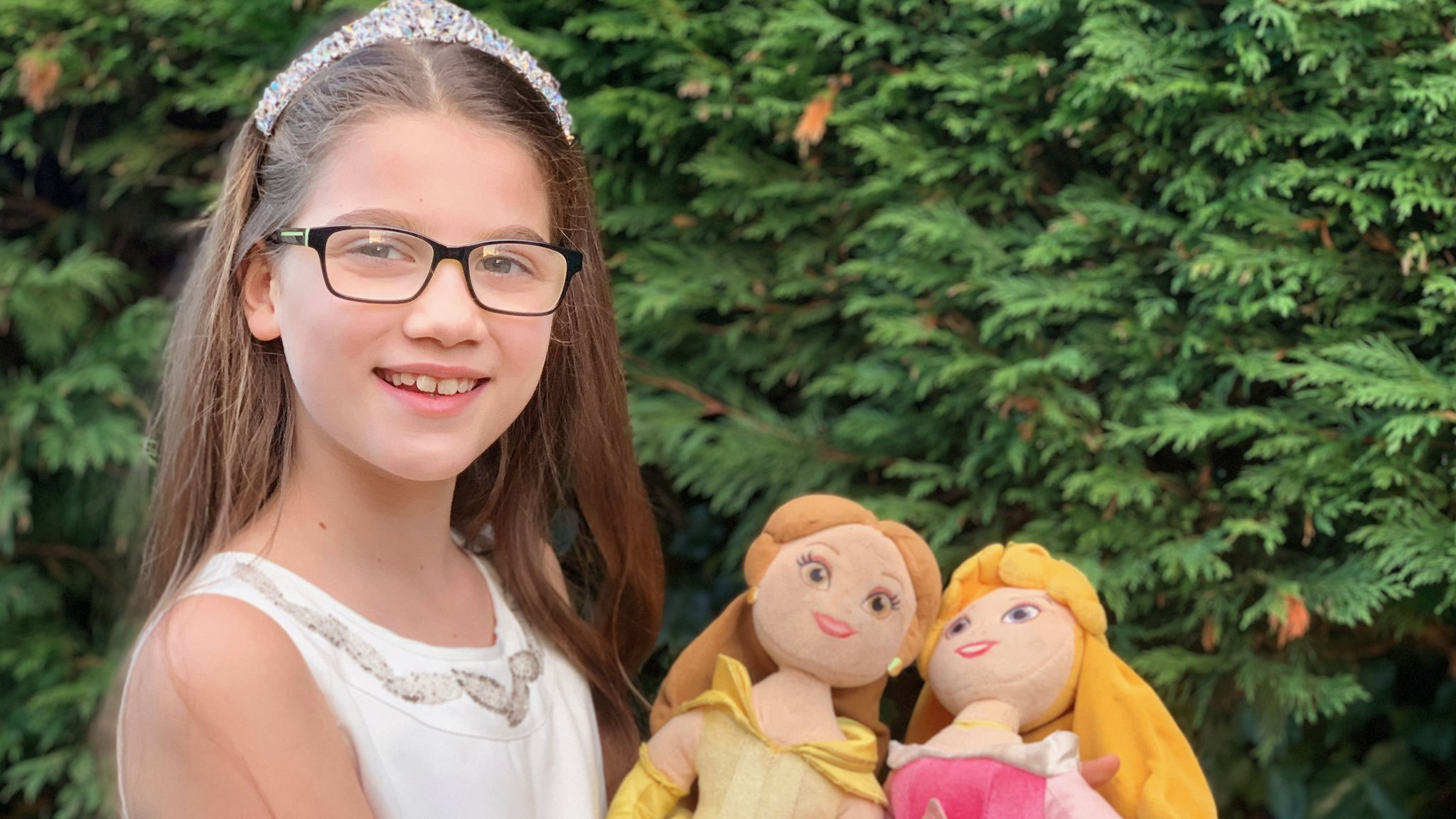 Disney Girl Asks Why Movie Princesses Never Wear Glasses Cbbc