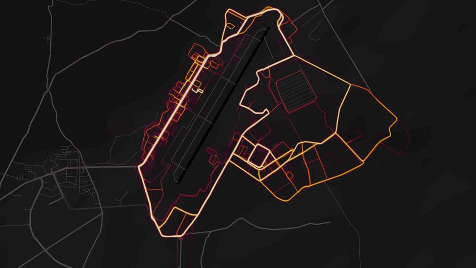 En este mapa se muestran los movimientos de los soldados en la Base Aérea de Bagram, la mayor instalación militar de EE.UU. en Afganistán. (Foto: Strava).