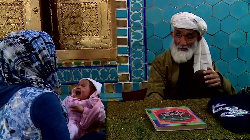 'ایشانها'؛ دعافروشان زیارتگاه مزار شریف