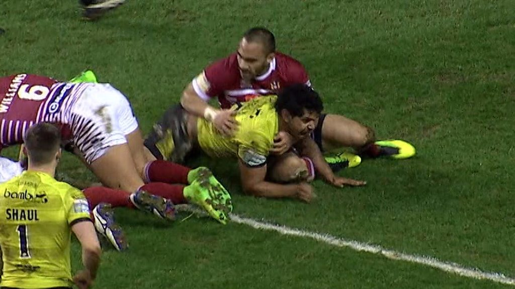 Super League: Albert Kelly scores try of the week for Hull FC