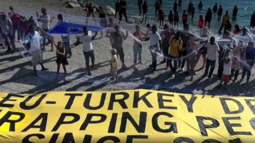 مهاجرون أرسلوا إلى تركيا من اليونان