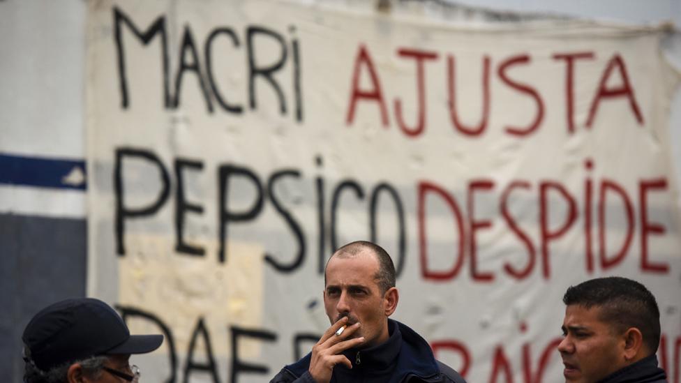 Los despidos han aumentado con Macri en el poder debido a que las importaciones han afectado a algunas empresas locales.