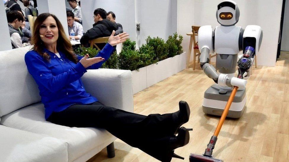 CES-2018: роботи перестають бути просто технологічними цікавинками