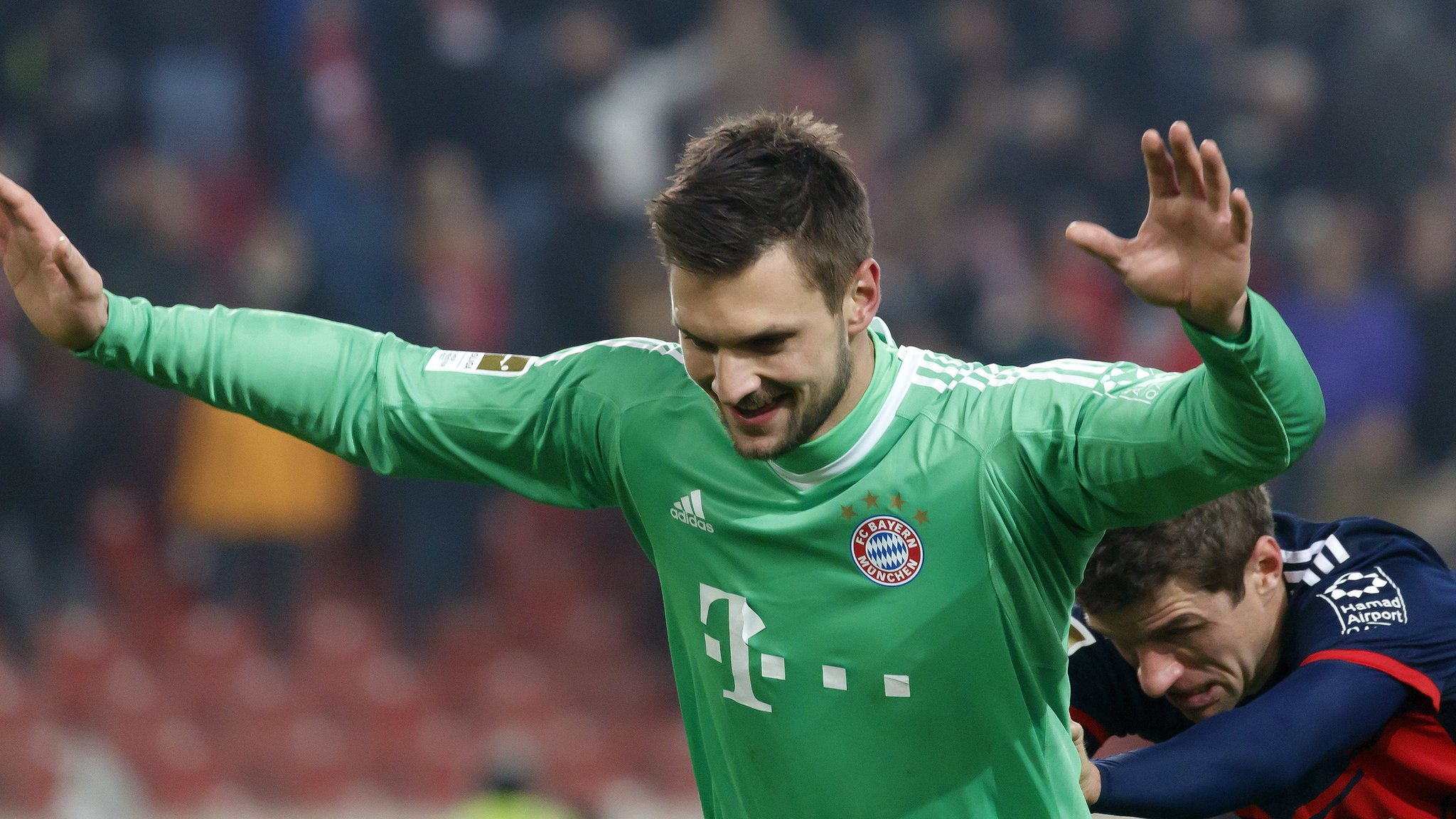 Ulreich saves late penalty to send Bayern 11 points clear