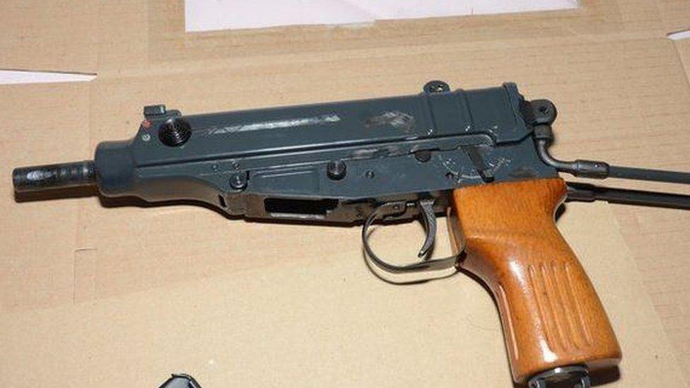 izzet machine gun
