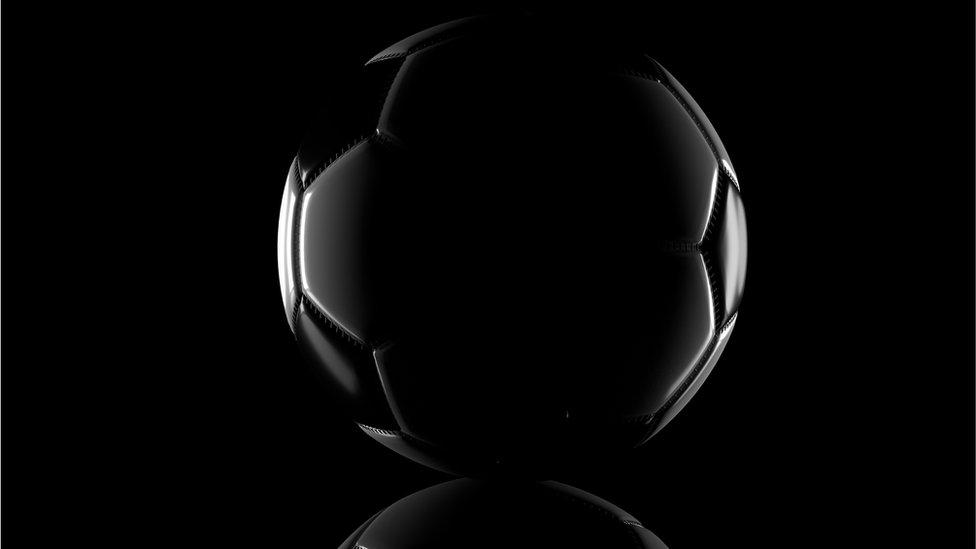 Fútbol en la sombra