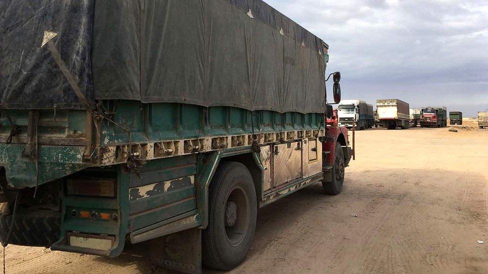 El convoy incluía al menos 50 camiones, 13 autobuses y más de 100 vehículos del Estado Islámico.