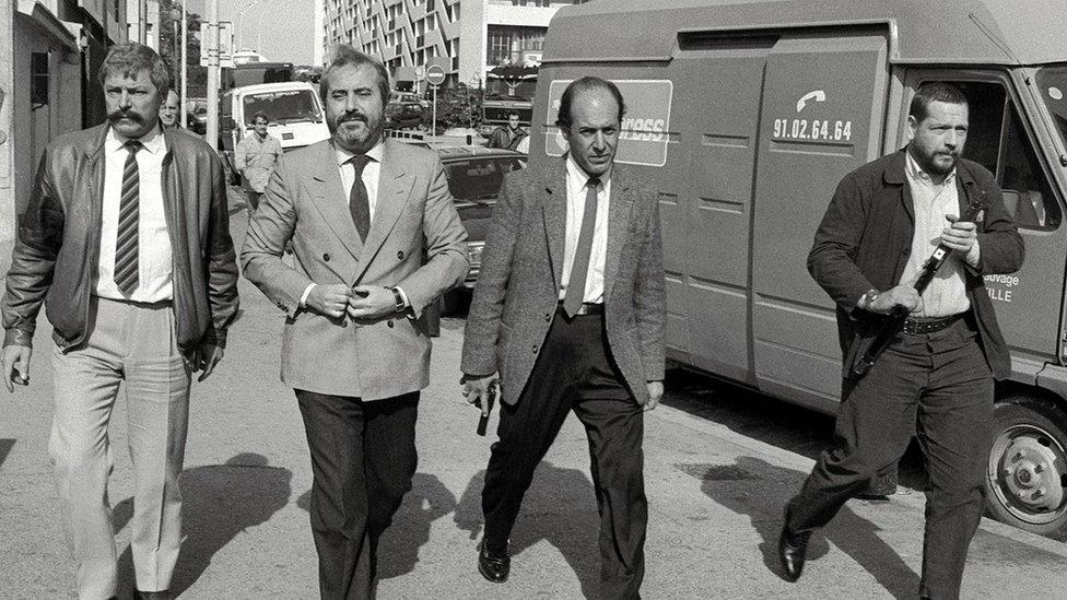 Giovanni Falcone con sus guardaespaldas