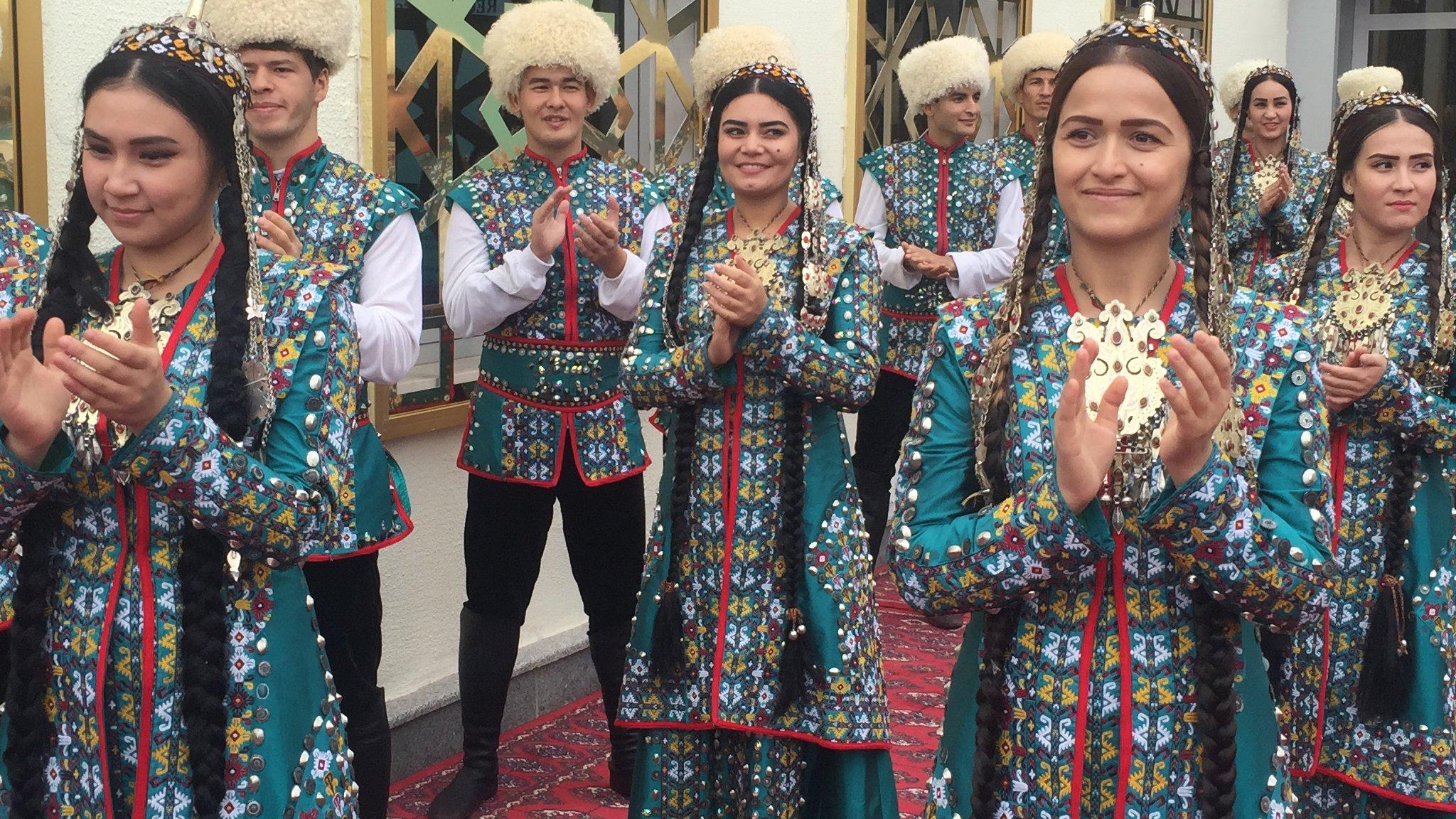 نمایشگاه صنایع دستی زنان دو همسایه؛ افغانستان و ترکمنستان